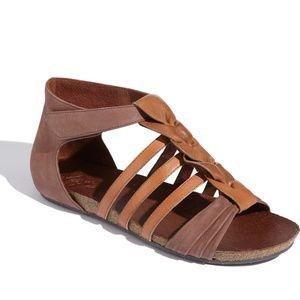 Naya Palomi 8.5 gladiator sandal